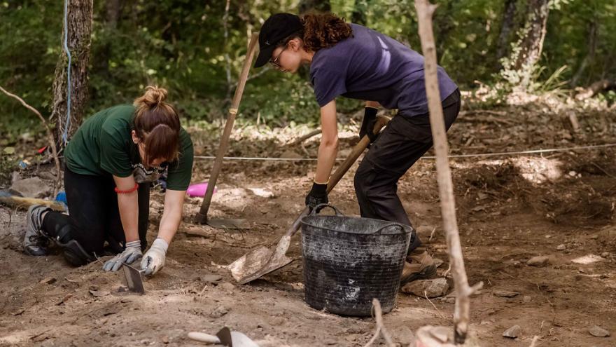 Jóvenes en trabajos de campo