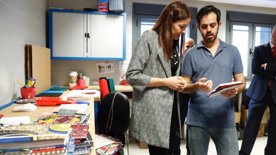 Lola Moreno, consejera de Políticas Sociales y Familia, visita el Centro de Rehabilitación Laboral de Retiro