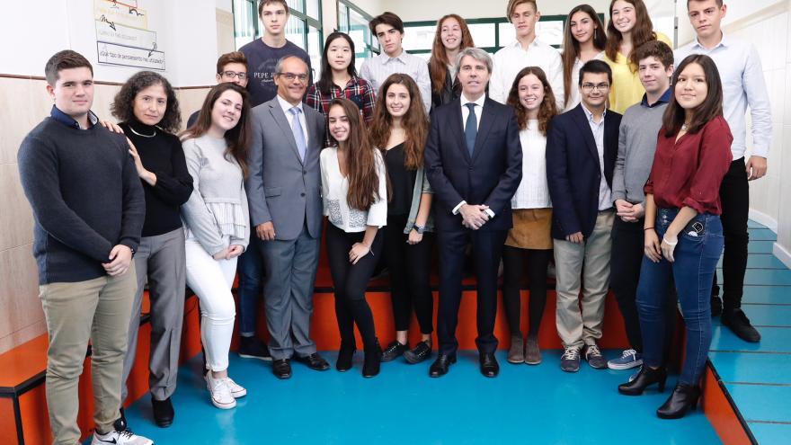 El presidente regional, Ángel Garrido, visita el colegio Nazaret Oporto, un centro concertado que oferta estudios de Bachillerato