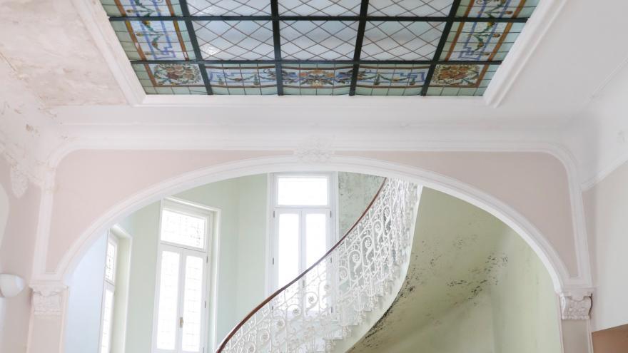 Vista interior de una de las escaleras de Villa Las Torres de San Lorenzo de El Escorial
