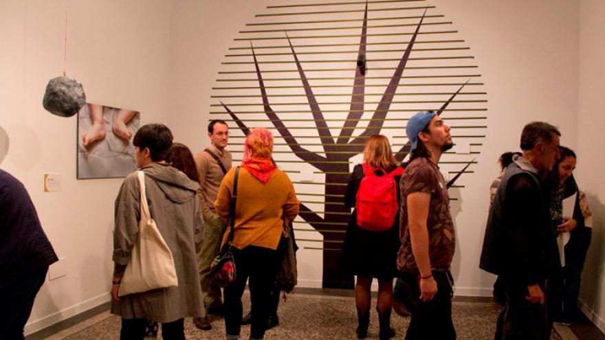 """Sala de la exposición """"Cicatrices, el arte del Kintsugi"""""""