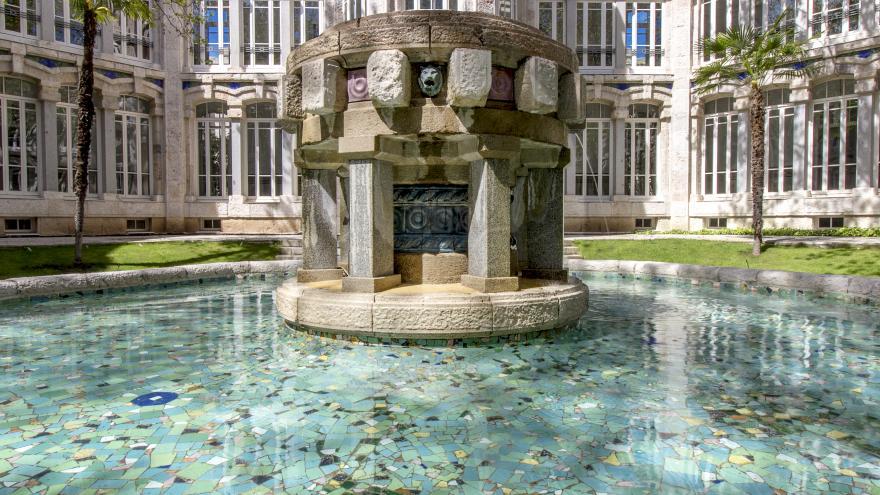 Imagen de la fuente del patio central
