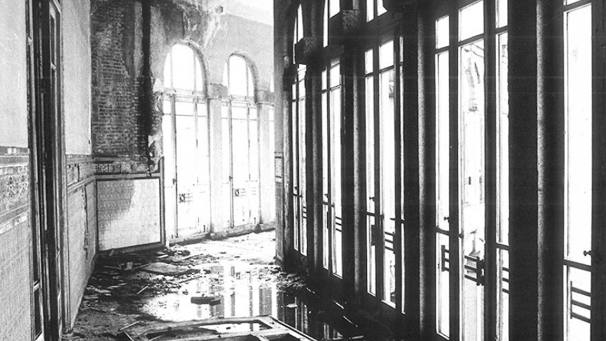 Imagen de un pasillo en abandono