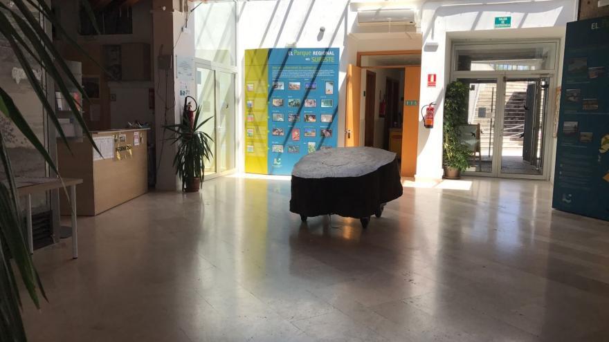 Rampa de acceso e Interior del Centro de Educación ambiental El Campillo