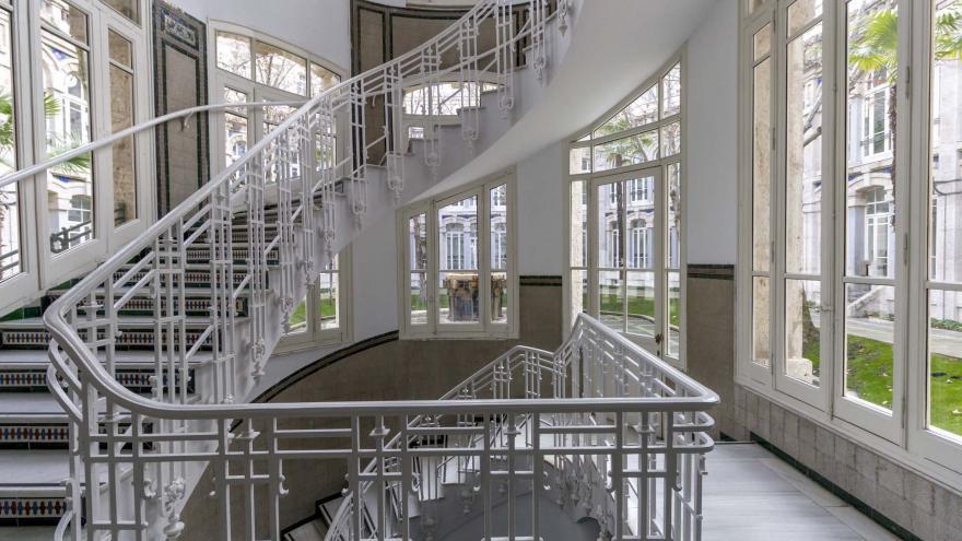 Imagen de la escalera central