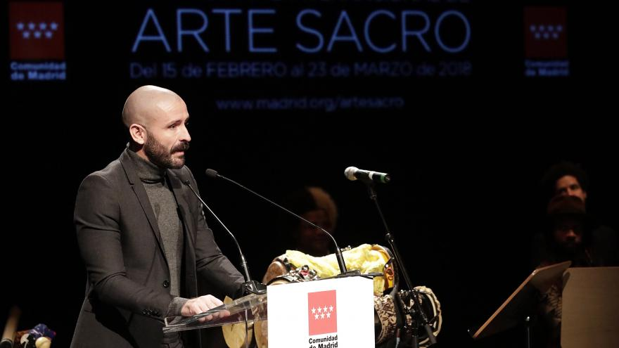 Consejero de Cultura Turismo y Deporte frente a un atril en la presentación del XVIII Festival de Arte Sacro de la Comunidad de Madrid