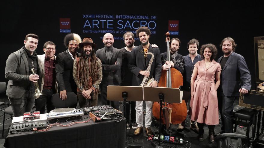 Grupo de artistas posando en la presentación del XXVIII Edición del Festival de Arte Sacro de la Comunidad de Madrid