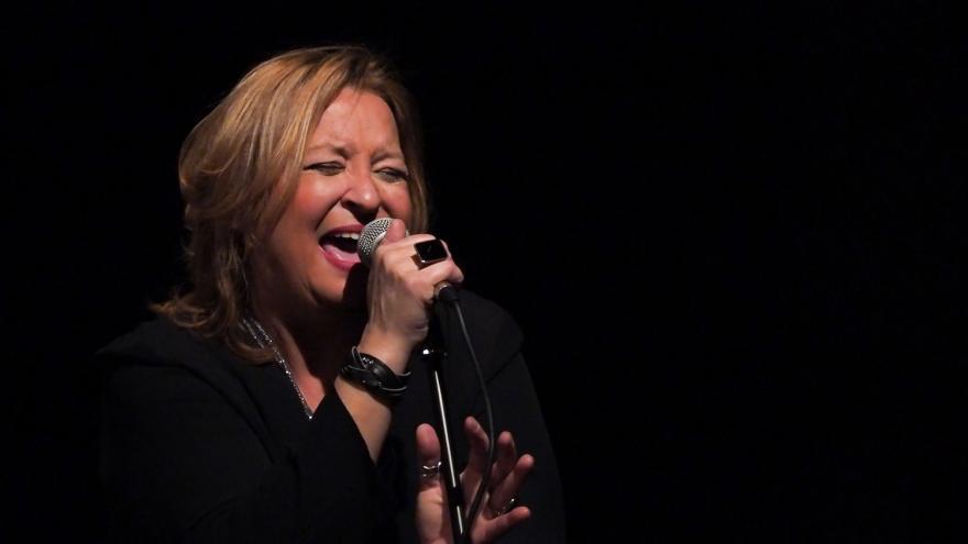 Patricia Kraus cantando