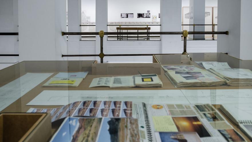 Una sala de la exposición Juan Carlos Bracho. Arquitectura y Yo.