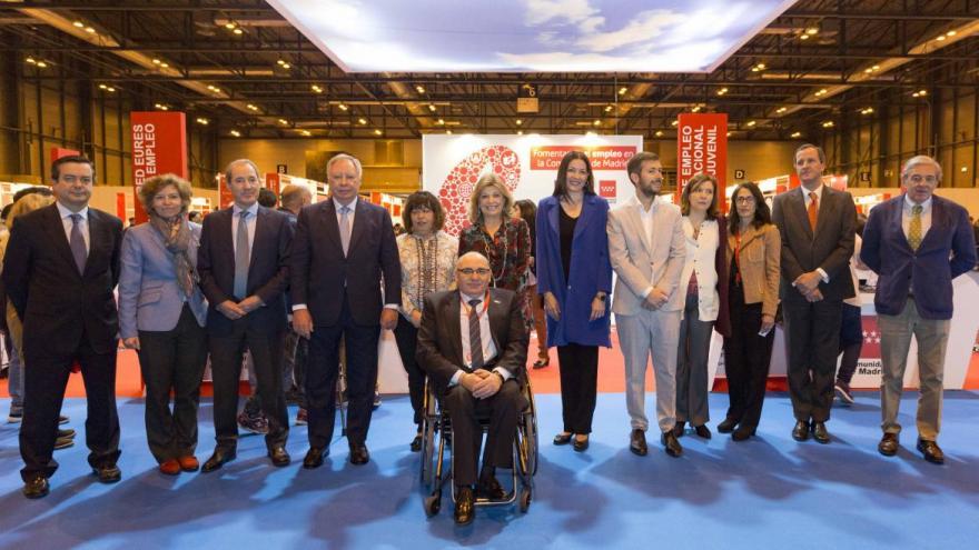 Las consejeras Engracia Hidalgo y Dolores Moreno con otras autoridades de la Comunidad de Madrid, IFEMA, ONCE y presidente de CERMI-C.de Madrid