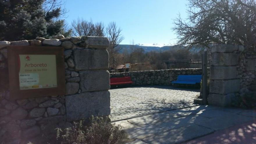Acceso al Arboreto Centro Visitantes El Paular