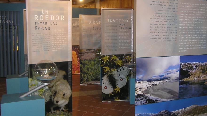 Paneles de la exposición Sierra de Guadarrama en Centro La Pedriza
