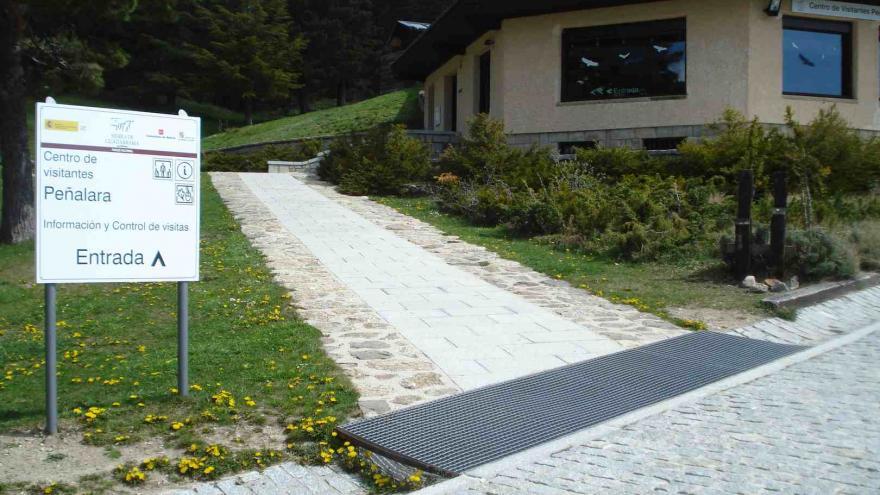 Camino de acceso al Centro Visitantes Peñalara