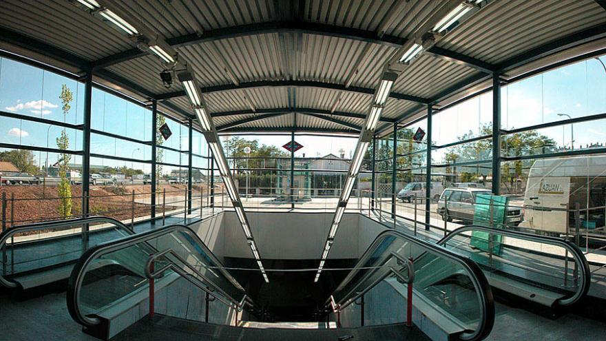 Escaleras fijas y mecánicas de subida/bajada