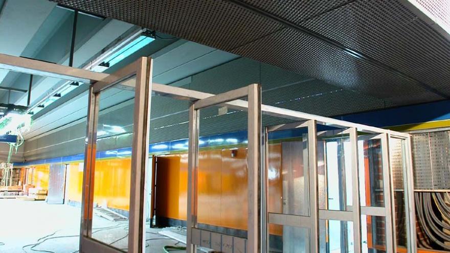 Frente de las puertas cortavientos de acceso