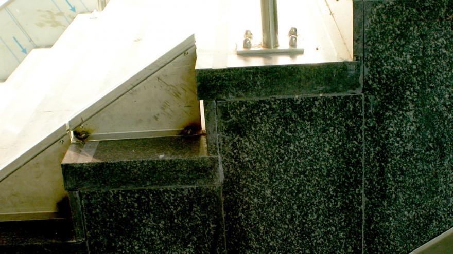 Anclaje de la barandilla a las escaleras, detalle