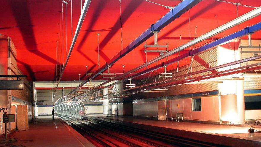 Techo de color rojo al silicato en Puerta del Sur