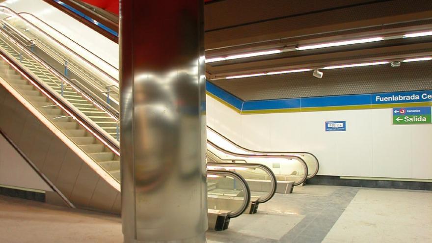 Escaleras fijas y mecánicas de la estación Fuenlabrada Central