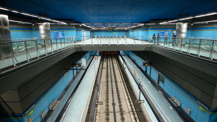Vista de la estación desde el nivel superior. Vitrex azul