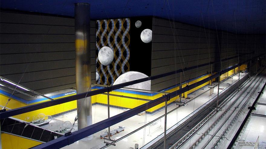 Fotomontaje de los  murales ADN y lunas