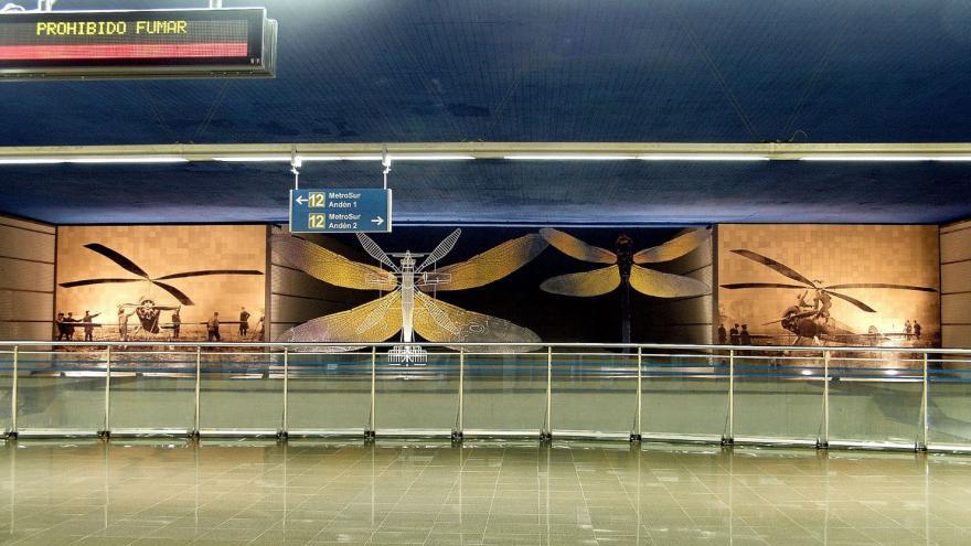 """Mirador del vestíbulo, al frente el mural """"Homenaje a De la Cierva"""""""
