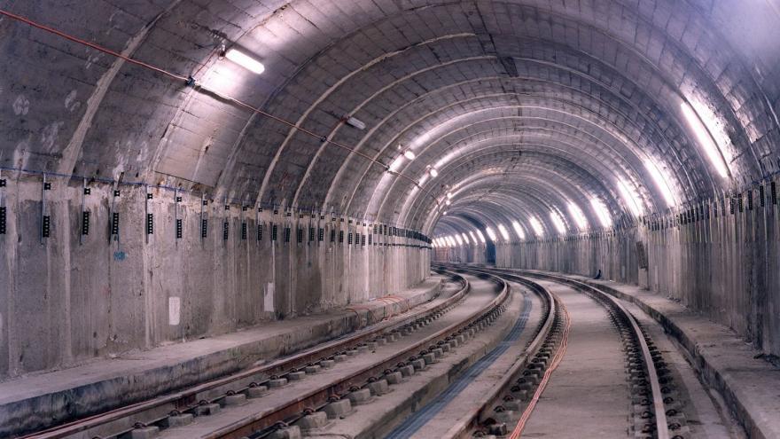 Túnel terminado con todas las instalaciones