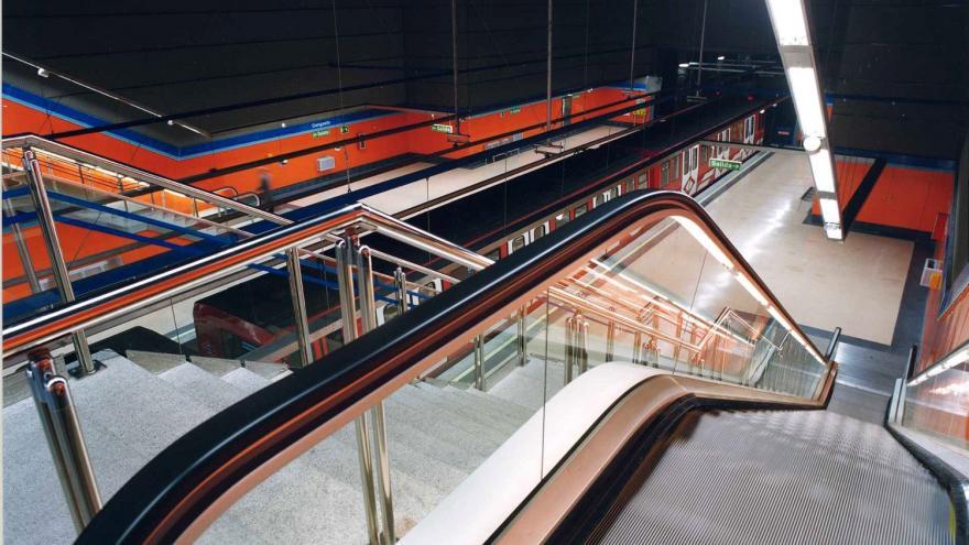 Vista de la estación Congosto desde el inicio de las escaleras mecánicas