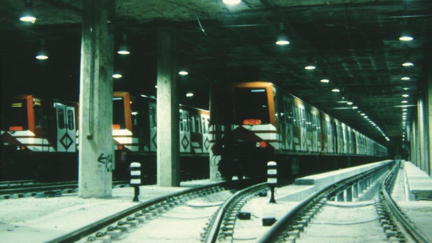 Cocheras de Miguel Hernández con un tren aparcado