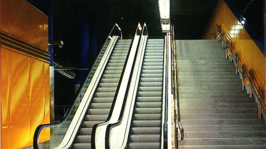 Escaleras fijas y mecánicas estación Canillas