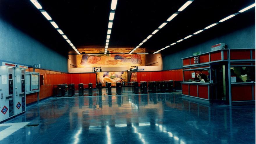 Vestíbulo estación Buenos Aires con torniquetes, máquinas expendedoras, PCL