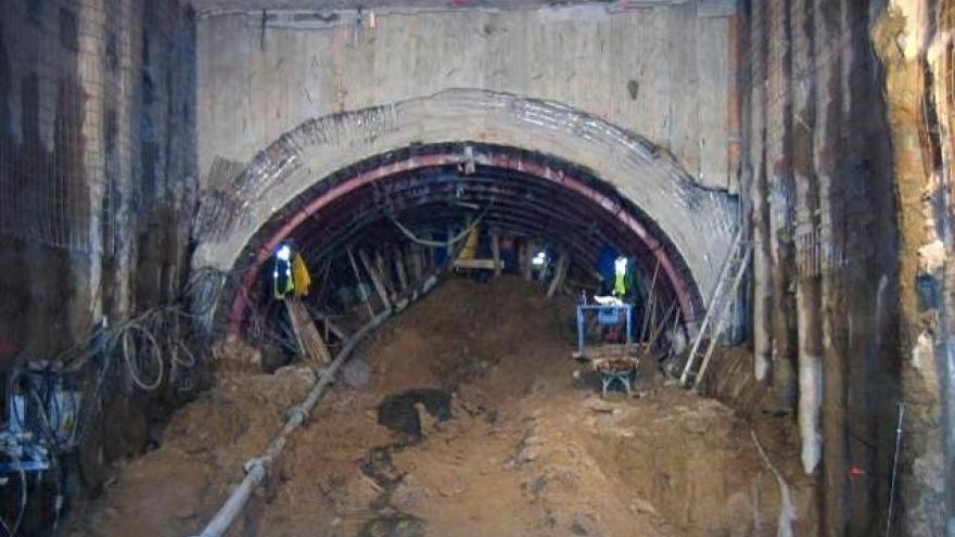 Túnel a medio excavar por Método tradicional de Madrid