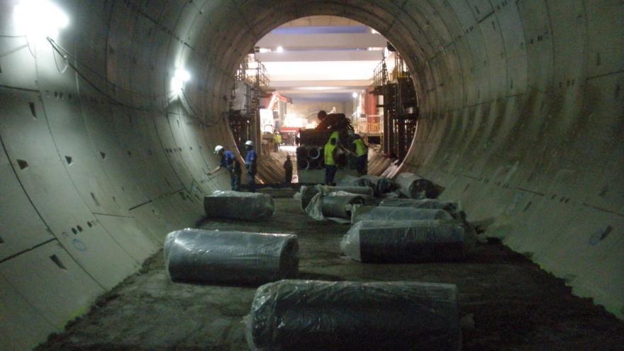 Manta fonoabsorbente para colocar en el túnel