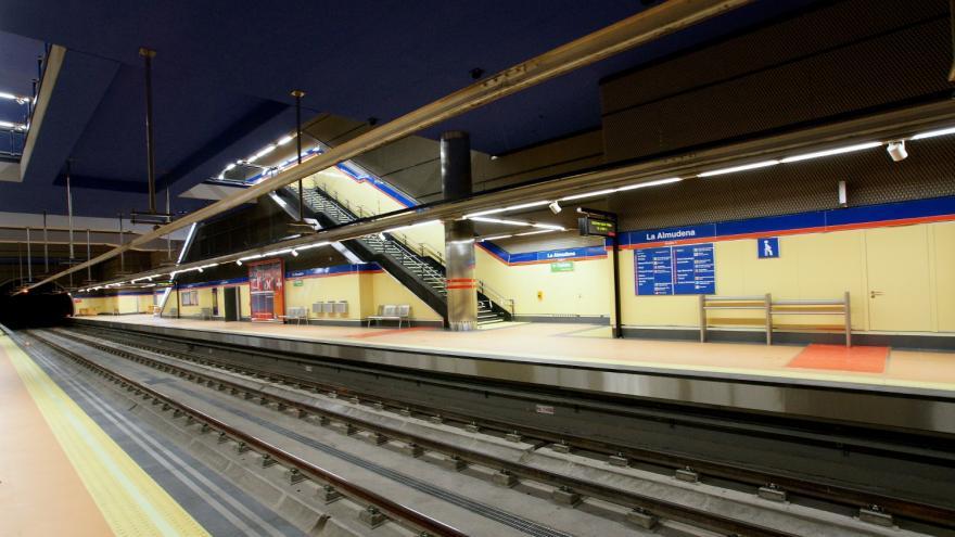 Andén de la estación La Almudena