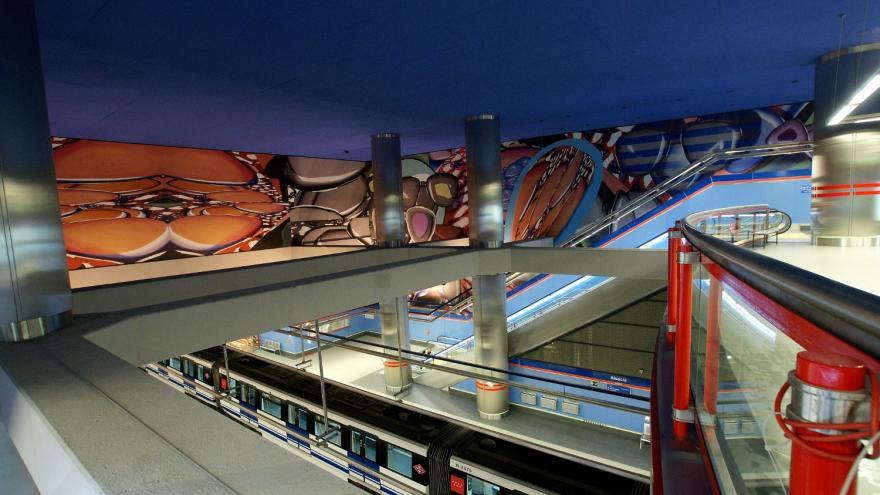 Vestíbulo con mural estación Alsacia