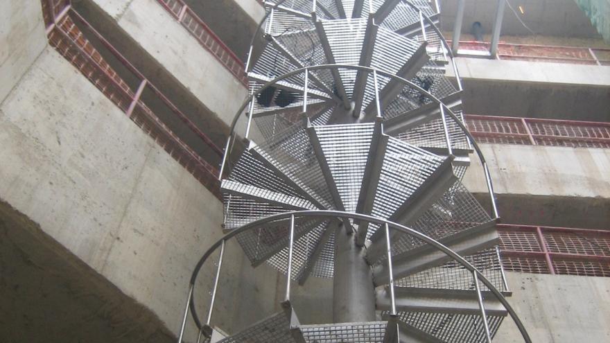Escalera de caracol del pozo de extracción