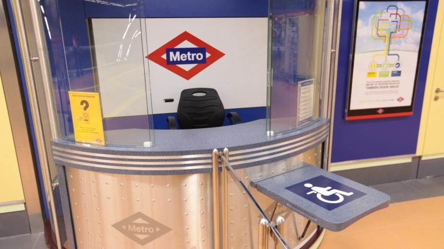 Adaptación puestos de atención al viajero en estaciones