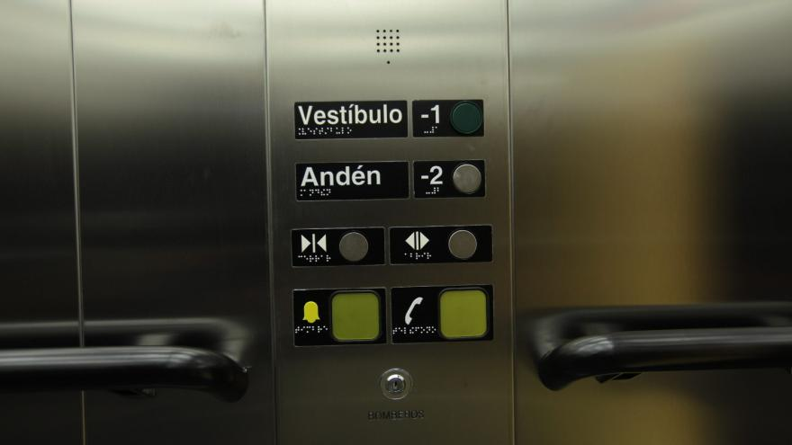 Nuevas botoneras en ascensores de Línea 2