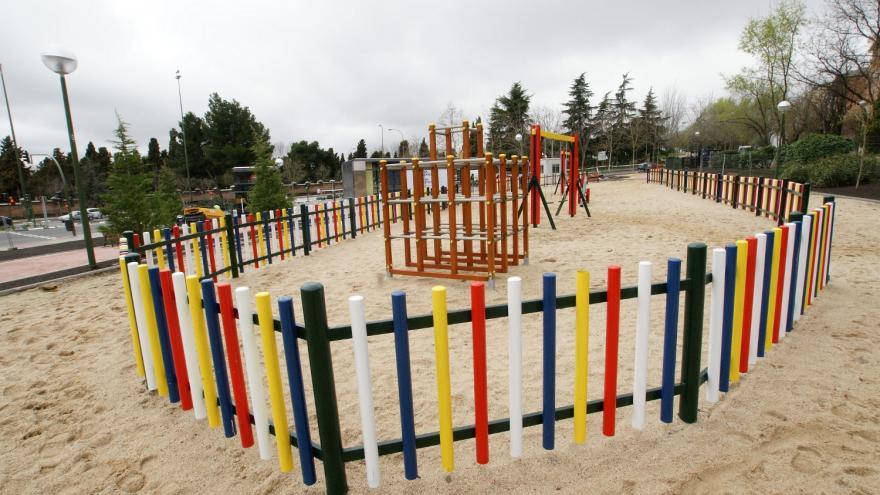 Zona de juegos infantiles en l reurbanización de La Almudena