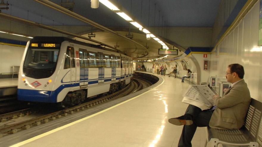 Andenes de la estación de Plaza de España renovada
