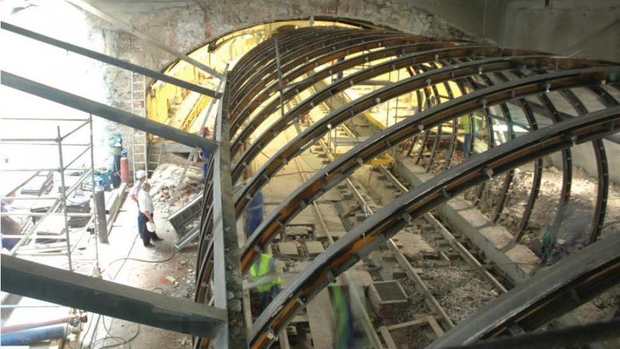Fase 5, retirada de la protección metálica del túnel