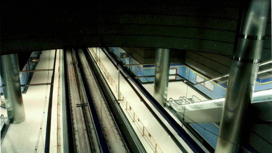 Vista desde el mirador a los andenes de la estación Ciudad de Los Ángeles