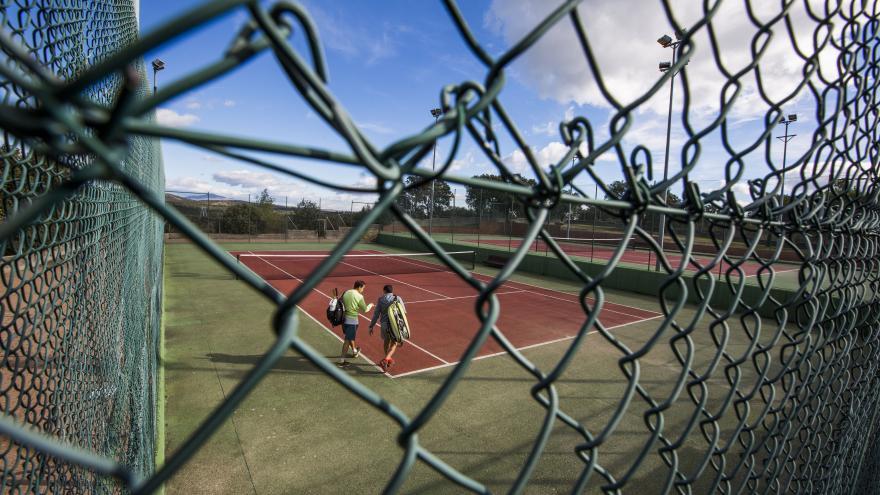 Pista de padel del polideportivo San José Las Matas