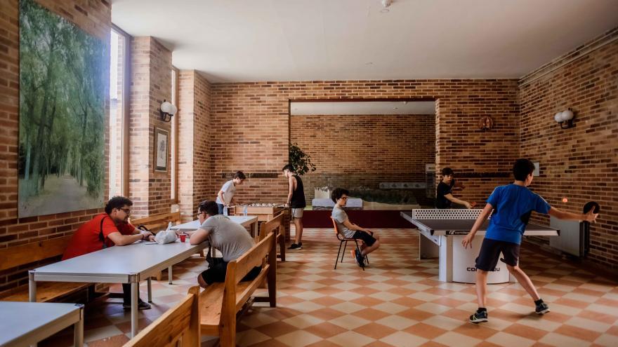 AJ Los Batanes, sala de juegos