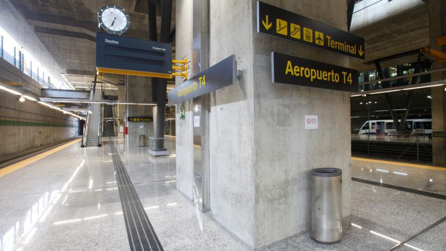 Andén de tren de Cercanías en el Aeropuerto T4