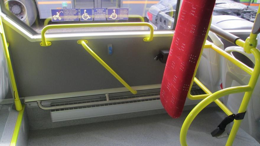 Detalle del interior de un autobús interurbano