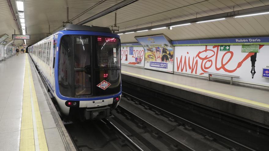 Rosalía Gonzalo en la estación de Metro de Rubén Darío