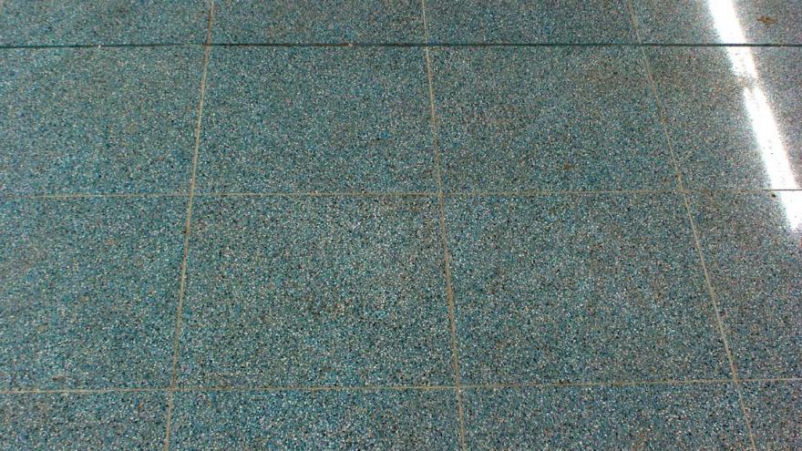Solado de Terastone azul celeste de la estación San Nicasio