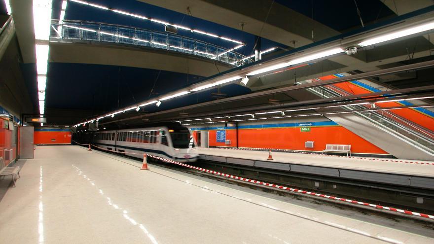 Tren entrando en la estación Conservatorio