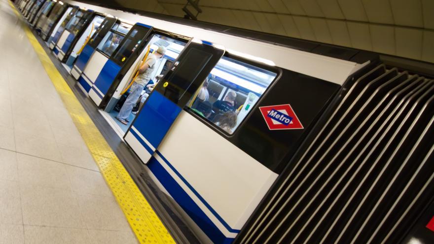La Comunidad de Madrid recibe un premio por su apoyo a causas sociales a través de la línea social de Metro