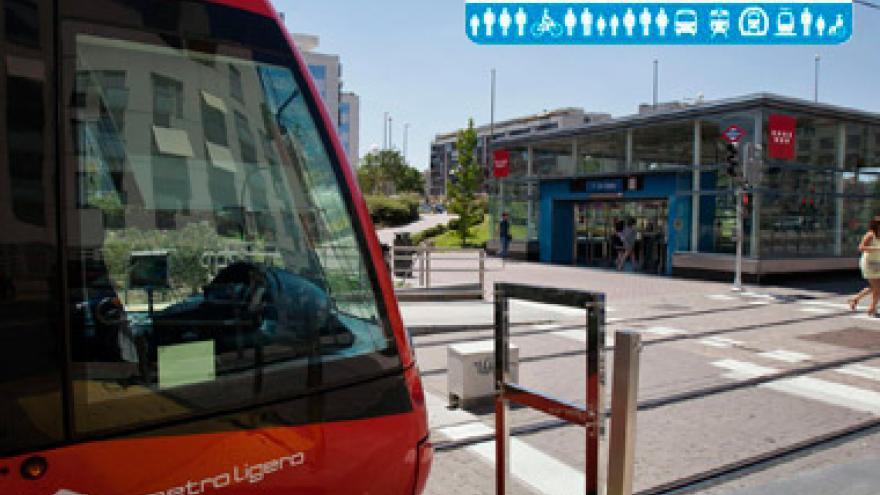 Imagen de Metro Ligero y estación de Metro con Tarjeta Azul